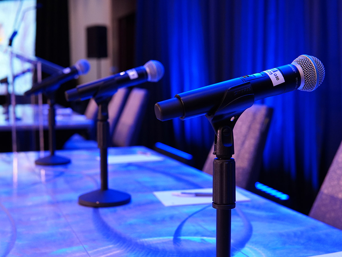 Wireless microphones on tabletop stands